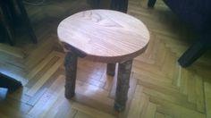 Chestnut wood, cherry wood legs.