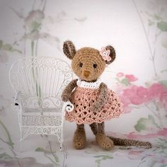 Tiny forest mouse - pattern designed by Irene Holmgren. Free pattern but please contribute big or small amount to the Swedish Childhood Cancer foundation or other cancer foundation of your choice.
