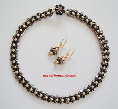 Simple but classy necklace with Pinch beads, glass pearls and seed beads. http://notwithoutmybeads.blogspot.com/2016/07/schlicht-undedel-simple-and-classy.html