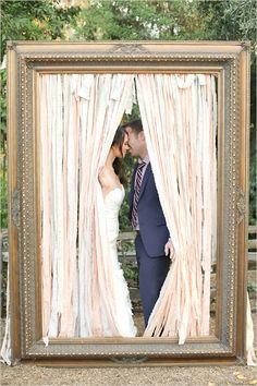 large frame kiss idea @weddingchicks