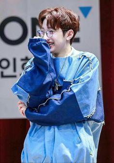 Jinyoung, Jin Kim, Guan Lin, Lai Guanlin, Produce 101 Season 2, Cute Poses, Ong Seongwoo, Thing 1, Kim Jaehwan