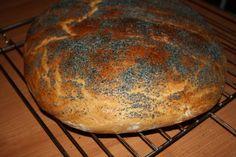 Prosty pszenny chlebek , codzienny , każdy może go upiec i cieszyć się smakiem i zapachem własnego świeżego chleba , na śniadanie czy kolację . Polecam .