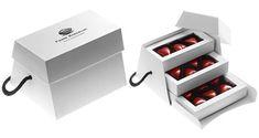 2014 - Pierre Marcolini - Le Sac Intense allie sobriété et design épuré qui contrastent avec le rouge passion des 13 cœurs framboise qu'il contient. 16,90€