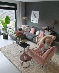 kleur in je interieur met oa een roze stoel - Decor Salon Maison - Room Design, Living Room Furniture, Apartment Living Room, Home Decor, House Interior, Classy Living Room, Living Room Decor Modern, Interior Design Living Room, Living Decor