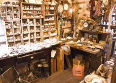 Antique Booth Displays, Witch Room, Witch Cottage, Modern Magic, Japan Design, Interior Decorating, Interior Design, Antique Bottles, Cozy Corner