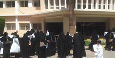 """#موسوعة_اليمن_الإخبارية l """"نكتة"""" تشعل عراكًا شرساً داخل مدرسة بين معلمتين سعوديتين ونقلهن للمشفى"""