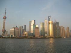 Les tours de Pudong depuis le Bund à Shanghai, en fin d'après midi