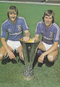 July Ipswich Town Dutch midfield duo Frans Thijsen and Arnold Muhren holding the UEFA Cup which was won the previous campaign. Football Icon, Retro Football, Football Kits, Fifa, Ipswich Town Fc, Class Games, Premier League, Tractor, Holland