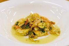 Camarões picantes ao alho e limão siciliano.