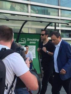 Barcelona goalkeeper Claudio Bravo has arrived in Manchester ahead of a proposed…