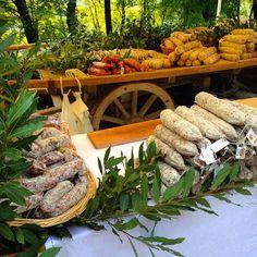 #oltrepó#italia#italy#oltrepopavese#salamedivarzi#prodottitipici#montesegale#fieradisandamiano#fiera#pavia#pv#salumi#lombardia#oltrepo#cibo#ciboserio#fatevobis by cristiano_be
