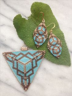 Handmade miyuki penant and Earring - Ideas & Thoughts Bead Jewellery, Seed Bead Jewelry, Beading Projects, Beading Tutorials, Peyote Patterns, Beading Patterns, Do It Yourself Schmuck, Bead Sewing, Seed Beads