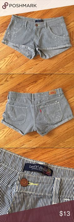 "Levi Strauss ""Seersucker"" Denim Shorts Levi Strauss ""Seersucker"" Denim Shorts Seersucker print, size 5 Juniors  Waist: 15"" Length: 9"" Levi's Shorts Jean Shorts"