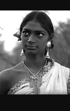 Simi garewal as tribal  santhal girl  In aranyer din ratri