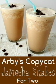This Jamocha Shake has a strong dark roasted coffee and chocolate blended with vanilla ice cream. It's refreshing, chocolaty and ready in just 5 minutes. This is an Arby's Copycat recipe and serves 2 people. Coffee Milkshake, Coffee Shake, Coffee Ice Cream, Coffee Coffee, Starbucks Coffee, Coffee Travel, Ice Cream Smoothie, Ice Cream Drinks, Milkshake Recipes