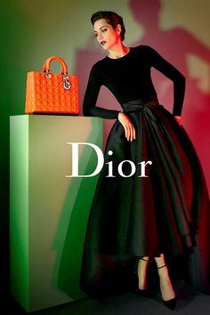 Marion Cotillard portagoniza nuevamente la campaña Lady Dior