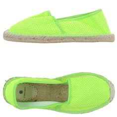 Pieces Espadrilles ($41) ❤ liked on Polyvore featuring shoes, sandals, acid green, round toe flat shoes, flat shoes, espadrille sandals, rubber sole shoes and green shoes