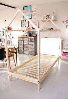 9 DIY Toddler Bed Ideas - Guide to choose the right toddler bed plans Diy Toddler Bed, Toddler Rooms, Baby Bedroom, Girls Bedroom, House Beds, Little Girl Rooms, Kid Spaces, Kid Beds, New Room