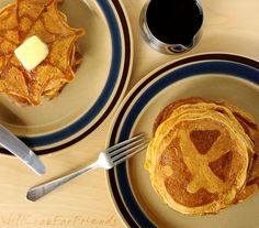 Pumpkin Pie Pancakes (Jack-O-Lantern Flapjacks) by willcookforfriends #Pancakes #Halloween #Pumpkin