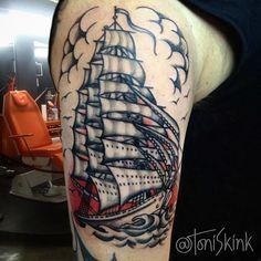 #Tatuagem por @ToniSkink, São Paulo, Brasil. Para ter uma #tattoo como essa, ligue 55 11 4562 9000, WhatsApp 11 96886 6623 ou escreva para skinktoni@gmail.com - Siga também @SkinkTattooSP #TattooBR #TattooBrasil #TattooSP #TattooZN #TattooJardins #BlackWork #Ink #Inked #Tattooed #oldschooltattoo #oldschool #traditionaltattoo