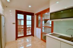 #slidingdoor #trackless #plywood #glass #nyatoh #shellac #woodwork #custommade #goldencarpentry #malaysia