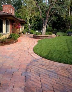 Laying paving stones - 65 great ideas will inspire you - pave lay small cute house bed outdoor area garden path - Paver Fire Pit, Brick Paver Patio, Fire Pit Area, Brick Patios, Budget Patio, Patio Diy, Garden Paving, Garden Paths, Patio Ideas Lowes