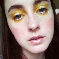 WEBSTA @ missandreamakeup - I've been enjoying fluffier brows lately, minimal foundation and concealer and dots! Used @sugarpill buttercupcake for the yellow and @katvond thunderstruck e/s in the centre of the lid and as a highlight @inglot eyeliner in 76 for the white