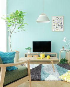 リビングのテレビの背景にもブルーの壁はよく映えます。画面もはっきりと見えますね。 Retro Living Rooms, Living Spaces, Mint Walls, Room Interior, Interior Design, My New Room, Room Colors, Apartment Living, Colorful Interiors
