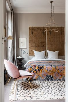 Turmeric Color - One Of The Next Biggest Interior Design Trends - Jugendzimmer - Bedroom Decor Decoration Bedroom, Home Decor Bedroom, Modern Bedroom, Master Bedrooms, Bedroom Ideas, Headboard Ideas, Bedroom Furniture, No Headboard Bed, Ethnic Bedroom