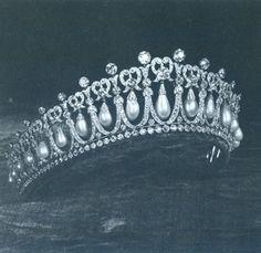 queens+jewels   The Queen's Jewels Hardcover   Princess Diana Book Boutique