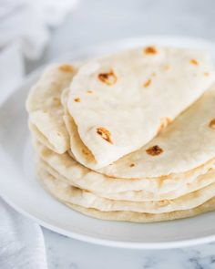 These homemade flour tortillas taste just like they came from a Mexican restaurant. Only 4 ingredients needed and you& have warm tortillas made from start to finish in less than an hour! Recipes With Flour Tortillas, Homemade Flour Tortillas, Tortilla Recipes, Keto Tortillas, Mexican Dishes, Mexican Food Recipes, Mexican Bread, Mexican Desserts, Dinner Recipes