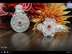 Sim dolgu mercan kolye ve bilekliği Silver Filigree, Quilling, Crochet Earrings, Handmade Jewelry, Jewels, Bedspreads, Handmade Jewellery, Jewellery Making, Diy Jewelry
