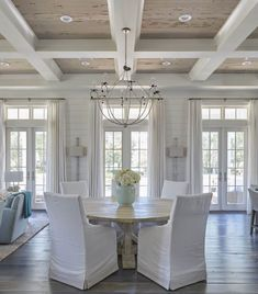 The dining room boasts a glossy white coffered ceiling accented with pecky cypress coffers accented with an iron chandelier. The round salvaged wood dining table surrounded by white slipcovered dining chairs. Lighting is Lowcountry Originals Spring Island Home Design, Design Ideas, Design Trends, Wall Design, Design Design, Plafond Design, House Of Turquoise, Ceiling Treatments, Window Treatments