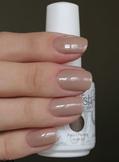 Gelish color: Taupe Model