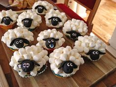 cupcake schafe mit marshmallow frosting. Black Bedroom Furniture Sets. Home Design Ideas