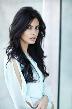 Cute Trendy Hairstyles, Trendy Hair Styles, New Hairstyles - Frisuren Long Black Hair, Hair Color For Black Hair, Dark Hair, Black Hair Pale Skin, Diana Penty, Step Cut Hairstyle, Hairstyle Ideas, Trendy Hairstyles, Black Hairstyles