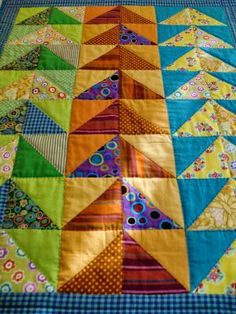 Flying geese using half square triangles - a different and easy way to make flyi. - Flying geese using half square triangles – a different and easy way to make flying geese using dif - Colchas Quilting, Scrappy Quilts, Easy Quilts, Quilting Projects, Quilting Designs, Quilt Block Patterns, Pattern Blocks, Quilt Blocks, Pattern Ideas