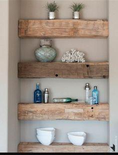 Leuke houten balken als plankjes voor bijv de wc.