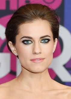 Allison Williams sported clean skin, a barely-there pink lip, and metallic green smoky eyes
