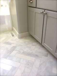 3x12 Herringbone marble bathroom floors. Saw this in a recent new build, and it was stunning!Click to check a cool blog!Source for the post: Click