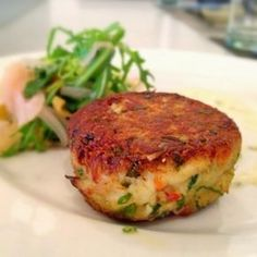 Recipe | Classic Crab Cakes ~ Who doesn't enjoy crab cakes? An elegant appetizer in smaller portions, they also stand up well as a main course. Combine them with eggs benedict, or turn them into a sandwich... #seafood #party #favorite