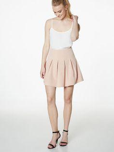 KORT MED FOLDER SKJØRT, Mahogany Rose Short Skirts, The Selection, Rose, Dresses, Fashion, Vestidos, Moda, Roses, Fasion
