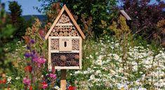 Znalezione obrazy dla zapytania huisje voor bijen in de boomgaard