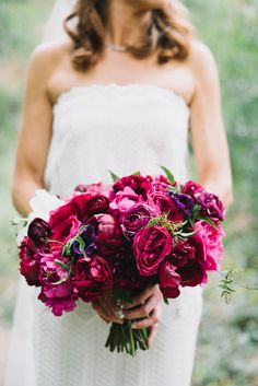 fuchsia bouquet - photo by Heidi Ryder Photography http://ruffledblog.com/modern-wedding-at-the-fig-house-in-la