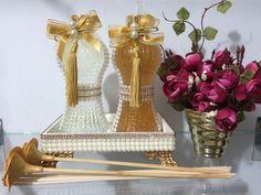 Lindo kit de lavabo contendo três peças (difusor de varetas, sabonete com glitter e bandeja,) acompanha também 5varetas lisas e duas decoradas .  OBs.:pode substituir difusor ou sabonete por home spray.