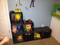 Recycle The Old Crates To Useful Storage Crafts Milk Crate Shelves, Milk Crate Storage, Toy Storage, Craft Storage, Storage Ideas, Basket Storage, Milk Crate Furniture, Stackable Plastic Storage Bins, Plastic Milk Crates