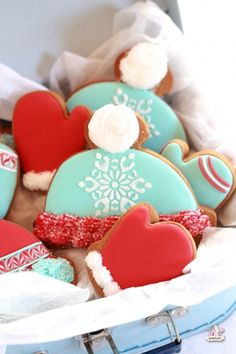 Red and Blue Winter Hat and Mitten Cookies on Sweetopia Repinned By:#TheCookieCutterCompany