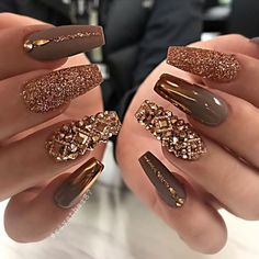 Elegant Rhinestones Coffin Nails Designs We have collected 130 + elegant Rhinestones coffin nails for you. Enjoy these beautiful nail art and welcome your Inspiration erupted! Glam Nails, Beauty Nails, Cute Nails, Pretty Nails, My Nails, Classy Nails, Elegant Nails, Ongles Bling Bling, Bling Nails
