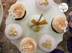 Cupcakes de boda con corazones dorados