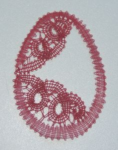oeuf de Pâques Bobbin Lace Patterns, Lace Heart, Point Lace, Lace Jewelry, Lace Making, Lace Detail, Easter Eggs, Butterfly, Stitch